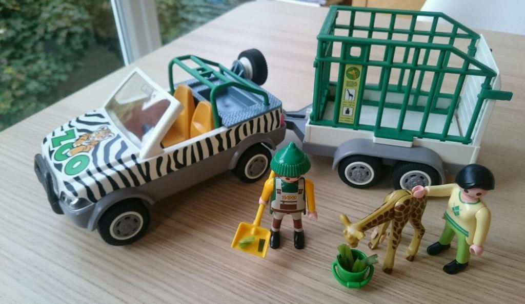 Playmobil zoo vehicle giraffe