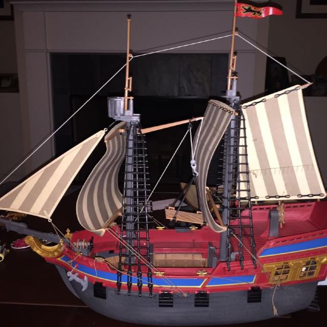 Playmobile pirate boat