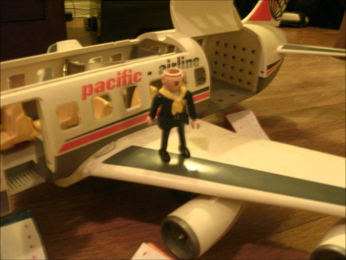 Avion playmobil pacific airline notice